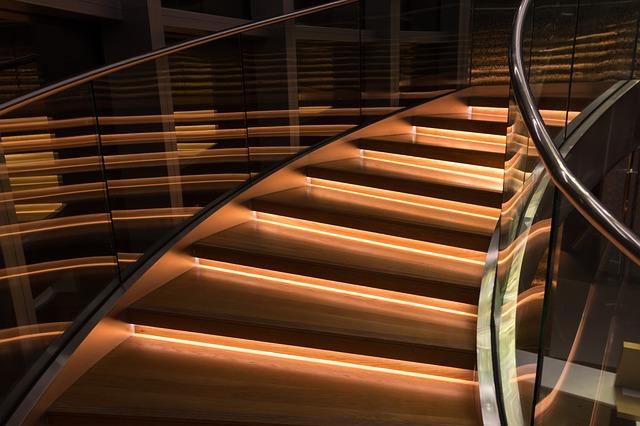 Sklo v interiéri alebo moderné dizajnové prvky s funkčným využitím